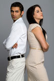 Junge ethnische Paare, die Probleme haben Stockfotografie