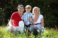 Junge Familie stockbild
