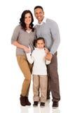 Junge Familienstellung Lizenzfreie Stockbilder