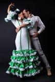 Junge Flamencotänzer im schönen Kleid auf schwarzem Hintergrund Stockfoto