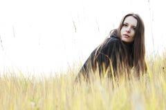 Junge Frau auf dem Gebiet Lizenzfreie Stockbilder