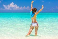 Junge Frau auf dem Strand Lizenzfreies Stockbild