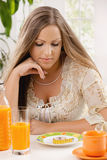 Junge Frau auf Diät Lizenzfreies Stockfoto