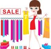 Junge Frau auf Kleidung und Fußbekleidungverkauf Lizenzfreie Stockfotos