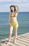 Junge Frau auf Meer Stockfoto