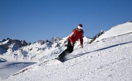 Junge Frau auf Snowboard Lizenzfreie Stockbilder
