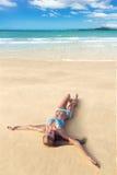 Junge Frau auf Strand Lizenzfreie Stockfotografie