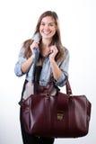 Junge Frau bereit, eine kurze Reise anzustreben Stockfotos