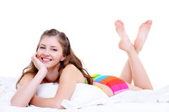Junge Frau der attraktiven Freude nach Weck- Lizenzfreie Stockbilder