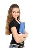 Junge Frau in der Geschäftskleidung, die einen Planer anhält Stockfotos