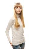 Junge Frau in der grauen Strickjacke Stockfotos