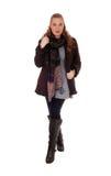 Junge Frau in der Jacke und in den Stiefeln Lizenzfreie Stockfotografie