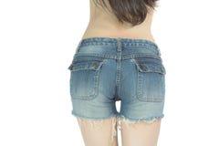 Junge Frau in der kurzen Jeanshose Stockbilder