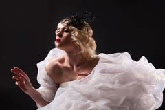 Junge Frau in der modernen Kleidung Lizenzfreie Stockfotografie