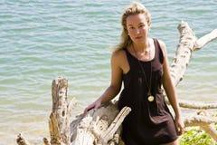 Junge Frau in der Natur Stockfotografie
