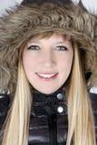 Junge Frau in der Pelzhaube Lizenzfreies Stockfoto