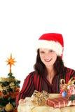Junge Frau in der Sankt-Schutzkappe und den Geschenken Lizenzfreies Stockfoto