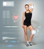 Junge Frau in der schwarzen Sportkleidungsaufstellung Stockbild