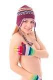 Junge Frau in der warmer Winterschutzkappe und -handschuhen Lizenzfreies Stockfoto