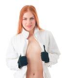 Junge Frau in der weißen Winterjacke Lizenzfreie Stockfotos