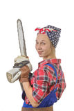 Junge Frau der Weinlese recht mit einer Kettensäge Stockbilder