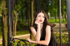Junge Frau des Porträts Lizenzfreie Stockfotos