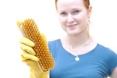 Junge Frau des Redhead als housewhife Stockfotografie
