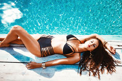 Sunbath Frau Lizenzfreie Stockbilder