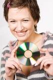 Junge Frau, die CD Platte anhält Stockfoto