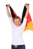 Junge Frau, die deutsche Markierungsfahne wellenartig bewegt Lizenzfreies Stockbild