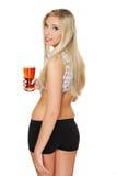 Junge Frau, die ein Bier anhält Stockbild