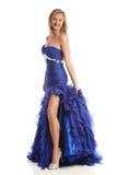 Junge Frau, die ein blaues Kleid trägt Stockbilder