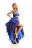 Junge Frau, die ein blaues Kleid trägt Lizenzfreie Stockfotos
