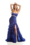 Junge Frau, die ein blaues Kleid trägt Lizenzfreie Stockfotografie