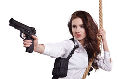 Junge Frau, die ein Gewehr anhält stockfotos