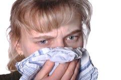 Junge Frau, die eine Kälte hat lizenzfreies stockfoto