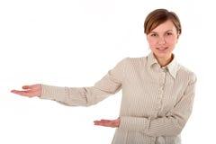 Junge Frau, die etwas vorstellt Lizenzfreie Stockfotos