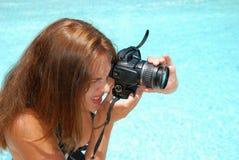 Junge Frau, die Fotos macht Stockfoto