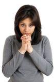 Junge Frau, die Gebetgeste tut Stockfoto