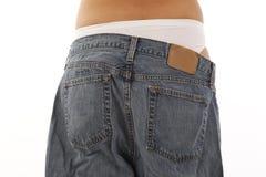 Junge Frau, die Gewichtverlust vorführt Lizenzfreie Stockfotos