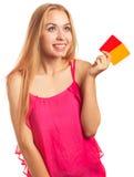 Junge Frau, die Gutscheine hält Stockbilder