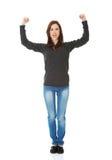 Junge Frau, die ihr Stärke zeigt Stockfoto
