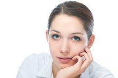 Junge Frau, die Kamera betrachtet Stockbild