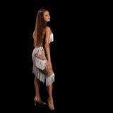 Junge Frau, die Latinotanz mit Leidenschaft durchführt Stockfoto