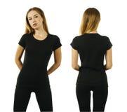 Junge Frau, die leeres schwarzes T-Shirt trägt lizenzfreies stockbild