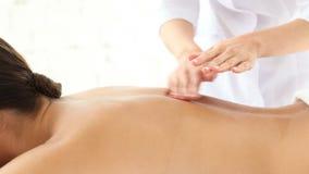 Junge Frau, die Massage erhält stock video footage