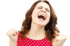 Junge Frau, die mit der Freude, lokalisiert schreit Lizenzfreie Stockfotos