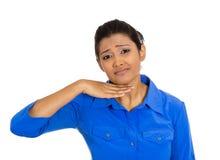 Junge Frau, die mit der Hand gestikuliert, um heraus, zu sprechen aufzuhören, Schnitt es Lizenzfreies Stockfoto