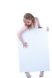 Junge Frau, die mit einem Plakat aufwirft Stockfoto