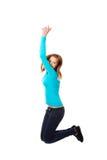 Junge Frau, die mit Freude springt Lizenzfreies Stockfoto